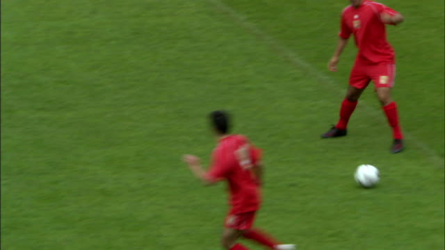 stockvideo's en b-roll-footage met ha ws soccer players kicking ball and running around field during game/ sheffield, england - sportwedstrijd