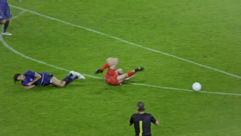 vidéos et rushes de soccer referee showing a yellow card to a player tackling his opponent - injustice