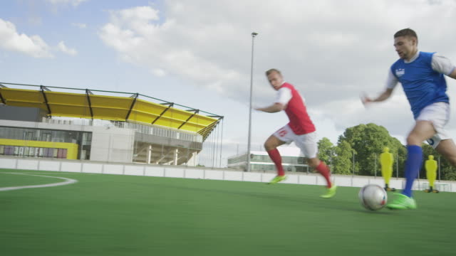stockvideo's en b-roll-footage met voetbal training op speelveld - championship
