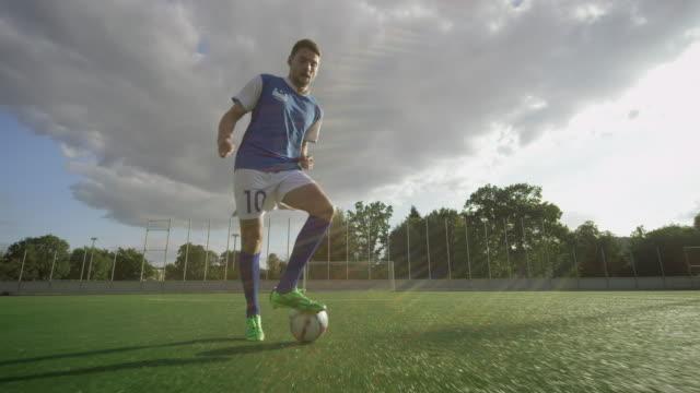 サッカー研修いる - ショットを決める点の映像素材/bロール