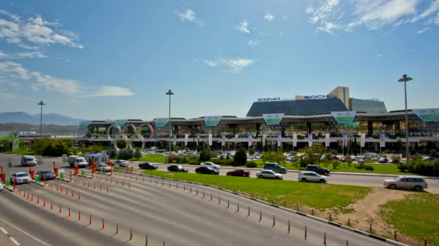 vídeos y material grabado en eventos de stock de tl  sochi international airport and the cars on the foreground  / russia, sochi - aparcar