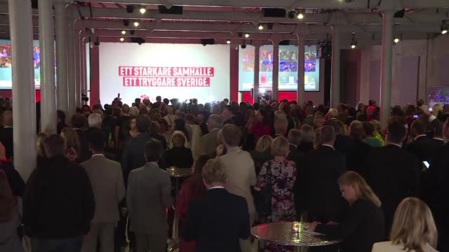 social democrat members react to initial vote results in stockholm. swedish prime minister stefan lofven's social democrats appeared to be the... - prime minister video stock e b–roll
