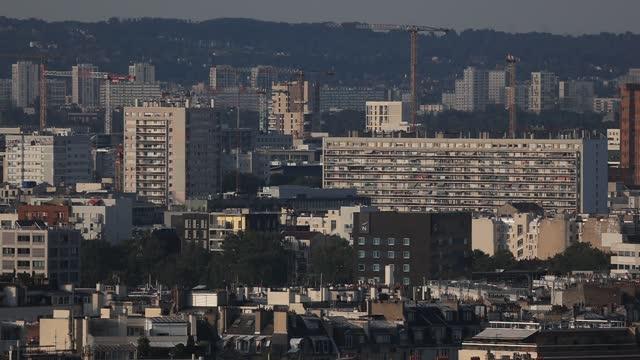 vidéos et rushes de social housing buildings in the suburbs seen from the arc de triomphe terrace on september 6 in paris, france. tourism in paris continues to be... - problème de logement