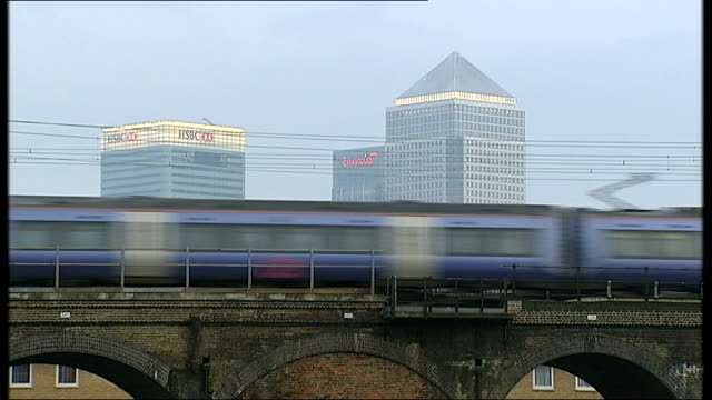 'social lending' websites offer alternative to big banks england london ext train along over bridge with canary wharf office skyscrapers beyond wipe... - fensterfront stock-videos und b-roll-filmmaterial