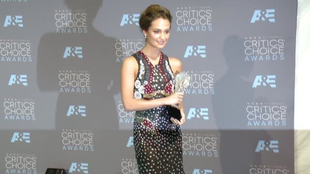 social media edit 21st annual critics' choice awards at barker hangar on january 17 2016 in santa monica california - barker hangar stock videos & royalty-free footage