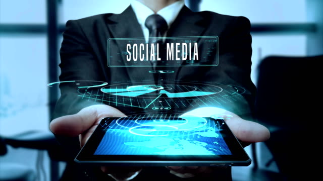 Social Media folgen Anteil wie Konzept Geschäftsmann mit Hologramm Tablet-Technologie - Schleife