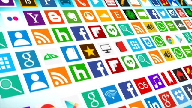 vídeos de stock, filmes e b-roll de animação de compilação de logotipo social media. compilação de rolagem perfeitamente loopable de ícones e logotipos de mídia social. todos os logotipos e marcas registradas permanecem propriedade de seus respectivos proprietários. apenas editorial - usa