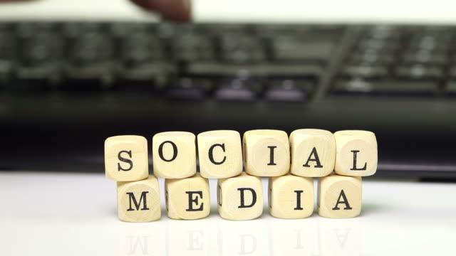 social media with keyboard - stor bokstav bildbanksvideor och videomaterial från bakom kulisserna
