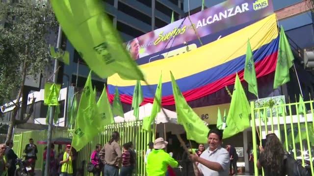 socialist lenin moreno won ecuador's presidential election the electoral authority confirmed tuesday bucking a trend in latin america to extend a... - bocksprång bildbanksvideor och videomaterial från bakom kulisserna