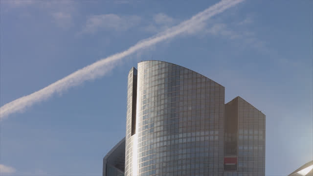 societe generale bank in the parisian business district of la défense - office block exterior stock videos & royalty-free footage