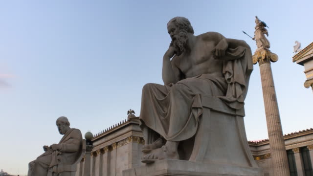 stockvideo's en b-roll-footage met socrates and plato statues with apollo statue behind them - neoklassiek