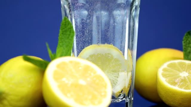 soda water with lemon slice - fizzy lemonade stock videos & royalty-free footage