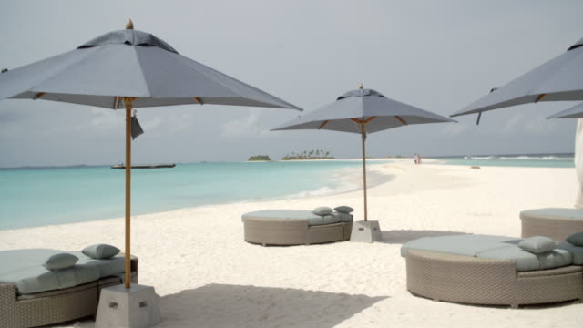 sofa loungers on the beach / hithadhoo, maldives - solstol bildbanksvideor och videomaterial från bakom kulisserna