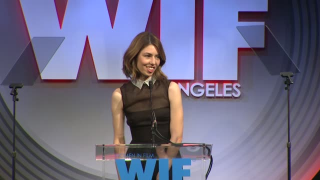 stockvideo's en b-roll-footage met speech sofia coppola at 2013 women in film crystal lucy awards sponsored by max mara swarovski and kodak 2013 women in film crystal lucy awards... - beverly hilton hotel
