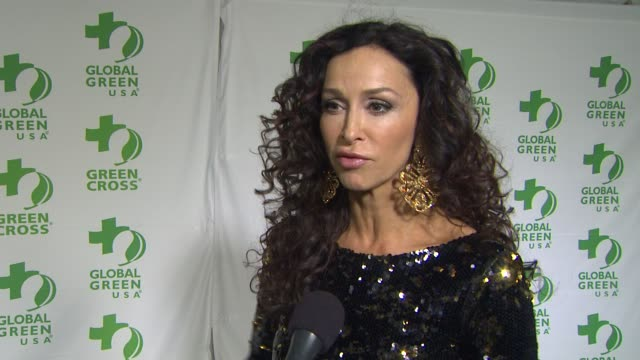 vídeos y material grabado en eventos de stock de interview sofia milos on what she appreciates about the work global green usa is doing what she does to be green in her own life at global green... - fiesta de los óscar