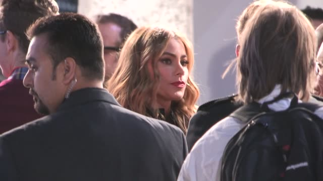 vidéos et rushes de sofia vergara at modern family fan appreciation day in westwood village celebrity sightings in los angeles on - westwood village