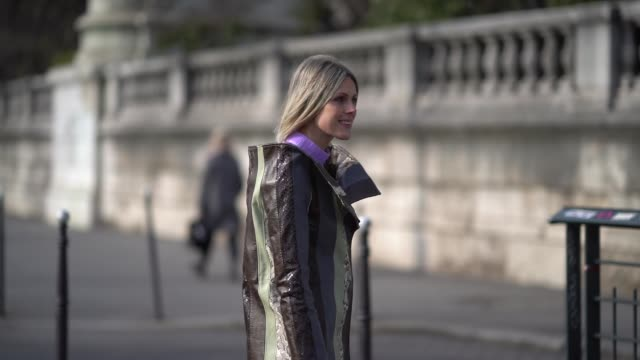 stockvideo's en b-roll-footage met sofie valkiers wears a pink turtleneck top a striped dress pink cropped flare pants white shoes a pink bag during paris fashion week womenswear... - coltrui