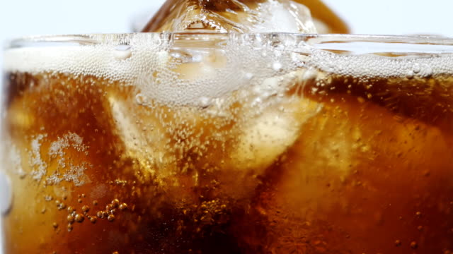 bibita analcolica con bicchiere da bere - sfondo bianco video stock e b–roll