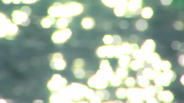 vídeos de stock, filmes e b-roll de foco suave água brilha - soft focus