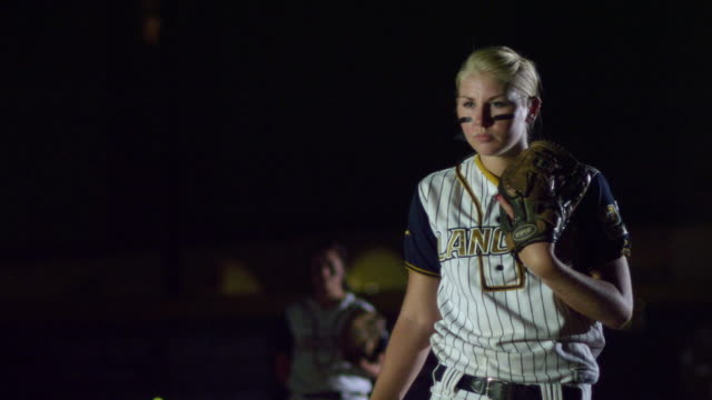 vídeos y material grabado en eventos de stock de ms slo mo softball game player throwing ball / riverside, california, united states  - sófbol