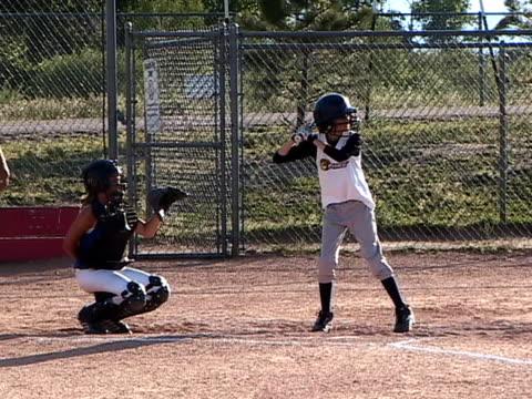 vídeos y material grabado en eventos de stock de softball002 - sófbol