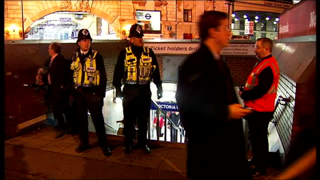 stockvideo's en b-roll-footage met victoria osoteku jailed for twelve years t29031016 victoria station police officer taking notes at crime scene police officers guarding entrance to... - informatiebord