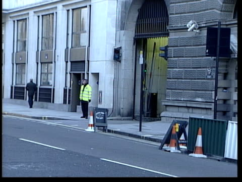 verdict evening news evening news colin baker day's events england london old bailey police van carrying ian huntley along from old bailey with... - verdict stock videos & royalty-free footage