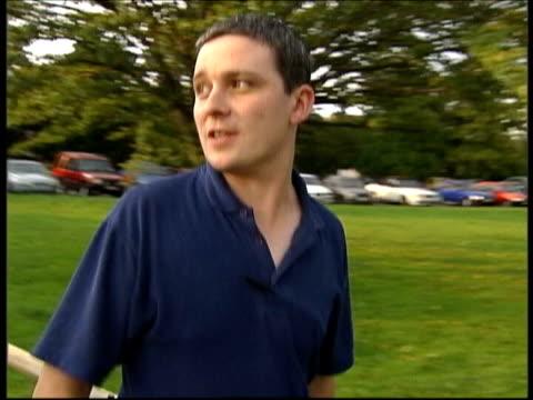 verdict evening news lib cambridgeshire soham ian huntley along - 評決点の映像素材/bロール