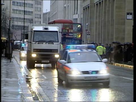 verdict evening news london old bailey prison van carrying huntley arriving at court - 評決点の映像素材/bロール