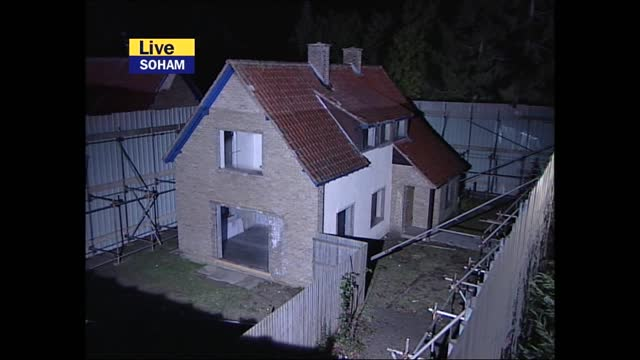 verdict: itv evening news pab; england: cambridgeshire: soham: ext / night mark austin presenting live from outside ian huntley home sot, with camera... - itv evening news stock videos & royalty-free footage