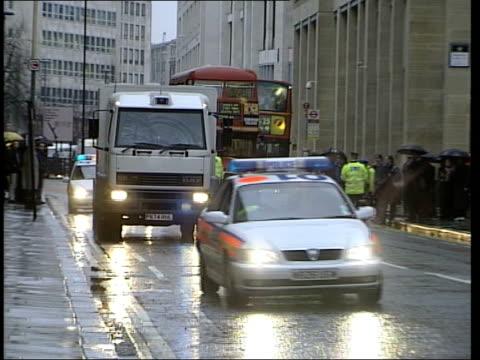 verdict late news 2315 london old bailey prison van carrying huntley arriving at court - 評決点の映像素材/bロール