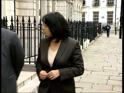 verdict lunchtime news london ghosh persaud towards along street dr raj persaud interviewed sot reason why carr lied - 評決点の映像素材/bロール