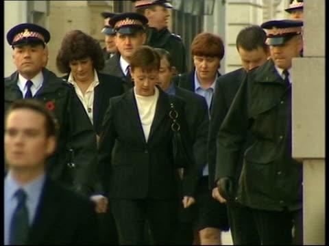 Soham murders pretrial hearing LUNCHTIME NEWS U'LAY London Old Bailey EXT MS Kevin Wells Nicola Wells with Leslie Chapman Sharon Chapman walk towards...