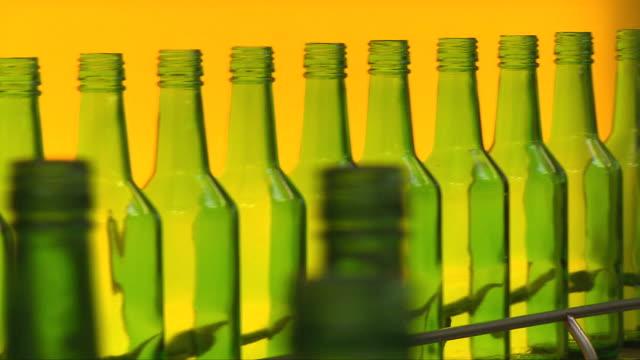 vidéos et rushes de soju (korean alcohol) bottles on conveyor belt at a manufacturing factory - travailleur manuel