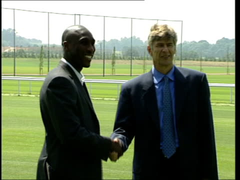 sol campbell transfers to arsenal itn london highbury mss sol campbell shaking with arsene wenger as posing for photocall group of tottenham hotspur... - tottenham hotspur f.c stock videos & royalty-free footage
