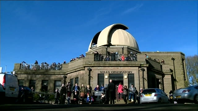 aberdeen scotland dundee mills observatory people gathered outside mills observatory people wearing protective glasses pinhole camera showing... - solar eclipse glasses stock videos and b-roll footage