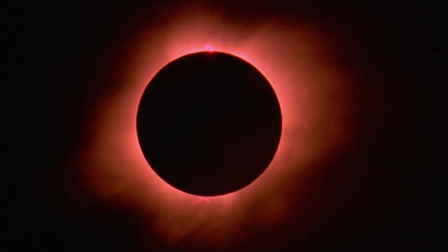 Solar eclipse becoming glare as sun appears / Hawaii