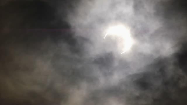 vidéos et rushes de éclipse solaire, mai 2012, tokyo - ciel seulement