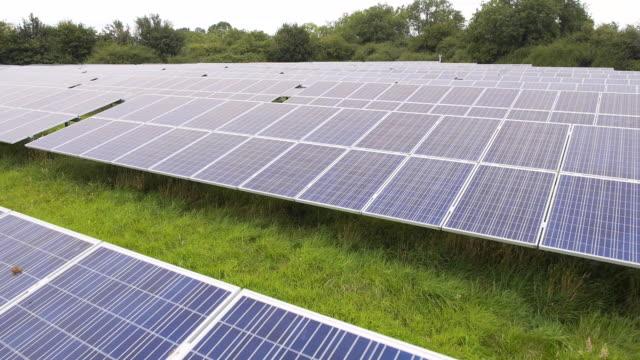 solar farm, aerial view - ウィルトシャー州点の映像素材/bロール