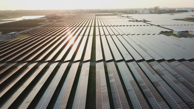 vídeos de stock e filmes b-roll de solar farm in aerial view - sustainable resources