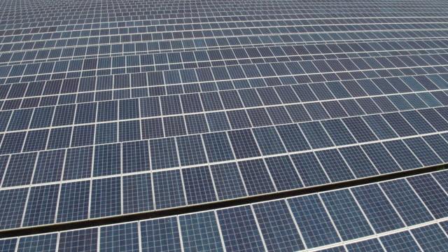 vidéos et rushes de solar farm - royaume uni