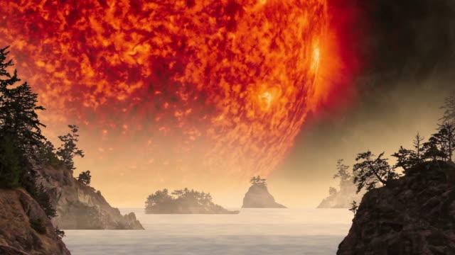 vídeos de stock, filmes e b-roll de explosão solar sobre paisagem mística paisagem à noite - brilho solar