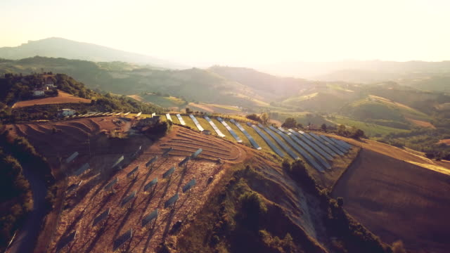 vídeos de stock e filmes b-roll de solar panel green energy field on hills - sustainable resources