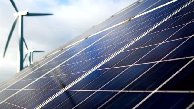 Solpanel med turbiner