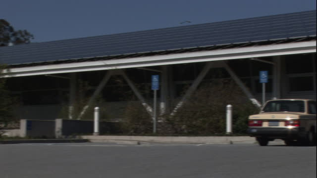 solar panels cover the roof of a forensics laboratory. - tecnologia assistiva video stock e b–roll