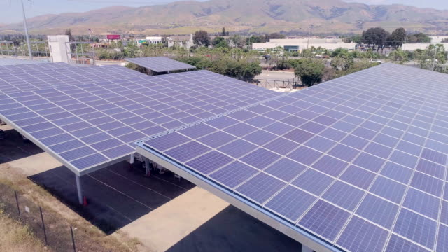 vidéos et rushes de panneaux solaires - parking