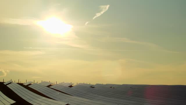 HD-Solar Park am Abend die Sonne (Zeitraffer)