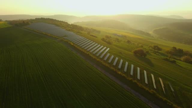 solar plant near fisch, saargau, district trier-saarburg, rhineland-palatinate, germany - erneuerbarkeit stock-videos und b-roll-filmmaterial