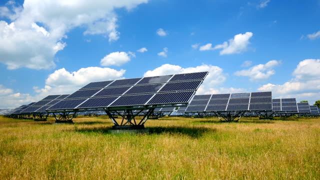 solarkraftwerk, zeitraffer - industriegerät stock-videos und b-roll-filmmaterial