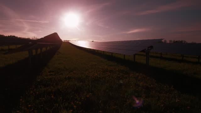 """vídeos de stock, filmes e b-roll de pov usina de energia solar viaduto foto (4 km/uhd)"""""""" - ponto de vista de câmera"""
